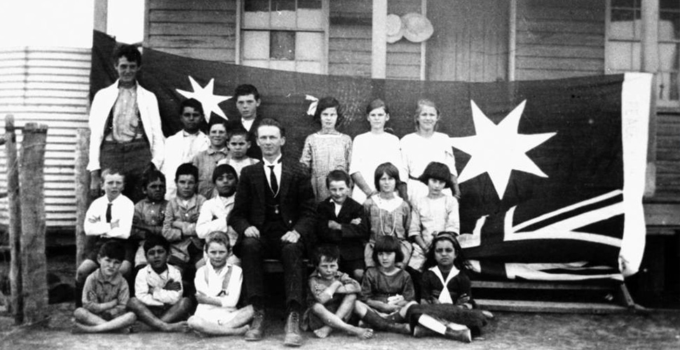 Head teacher and pupils outside Hebel State School 1920